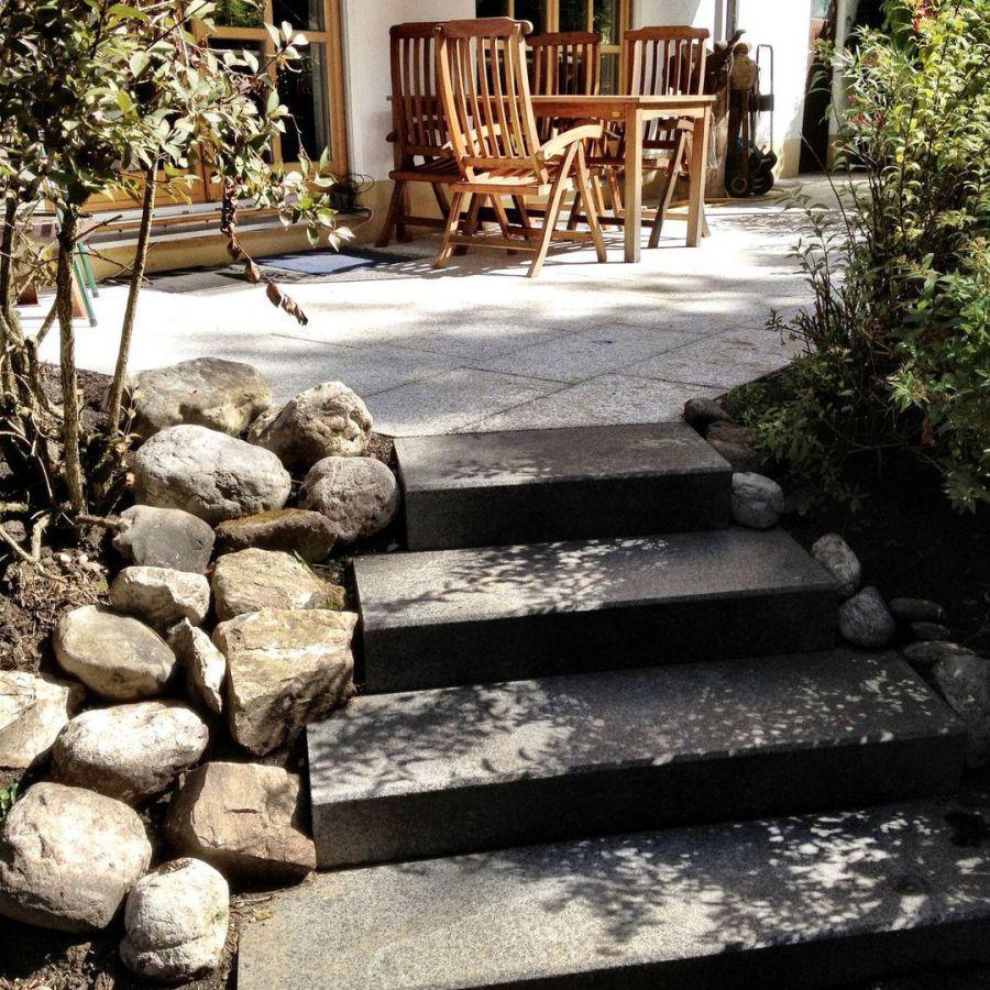Granit Terrasse mit Treppe
