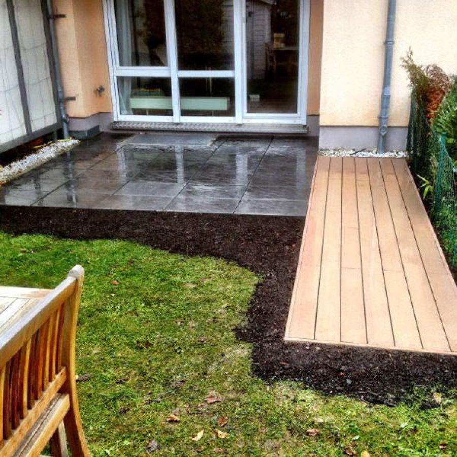 Terrasse Aus Beton Und Holz, Sichtschutzwand Und Sandkasten